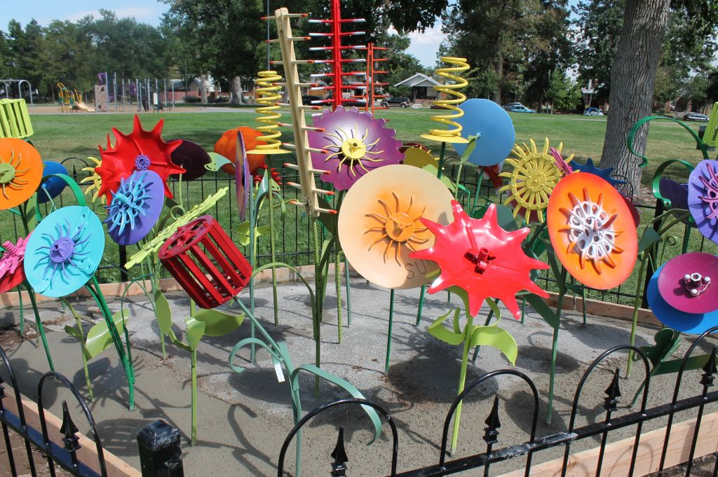 Go to the Chaffee Park Flowers page