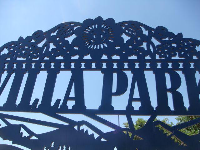 Villa Park Gateway